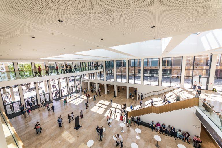 copy_Peter_Krausgrill_Rhein-Main-Hallen_GmbH_Foyer_Zentral_2